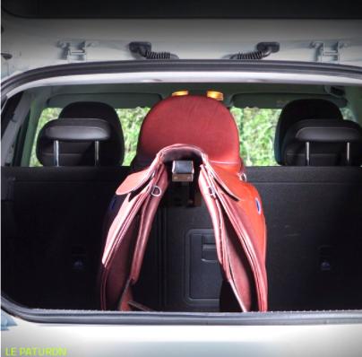 porte-selle rétractable pour le coffre de la voiture