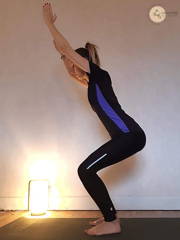 Yoga pour les cavaliers : la chaise pour dévérouiller les genoux