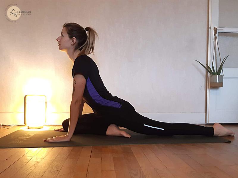 yoga : pose du pigeon pour ouvrir les hanches du cavalier