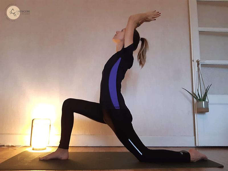 Pose du croissant : yoga des cavaliers