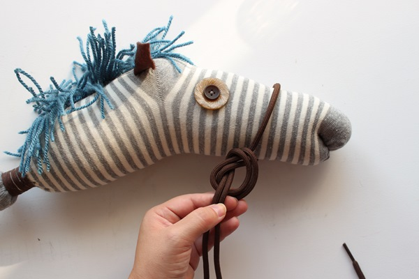 Comment recycler les chaussettes orphelines pour l'équitation...Non, pas 1 idée, mais 8 que votre cheval va adorer et qui vont vous simplifier la vie ;)