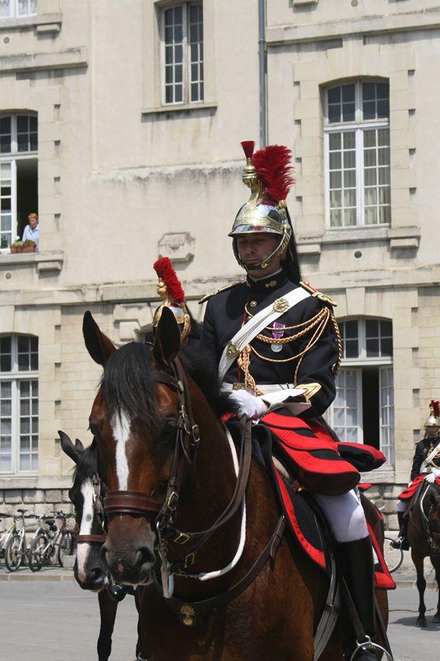 Cavalier de la garde républicaine française en costume